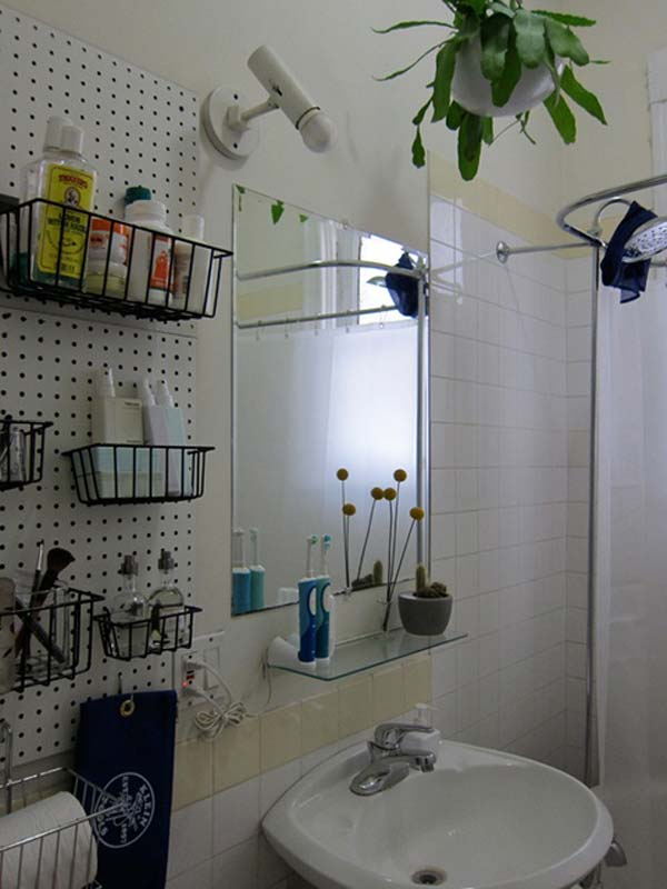 10 Amazingly DIY Small Bathroom Storage Hacks Help You Store More