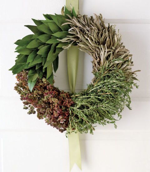 10DIY Christmas Wreath Ideas to Deck Out Your Door