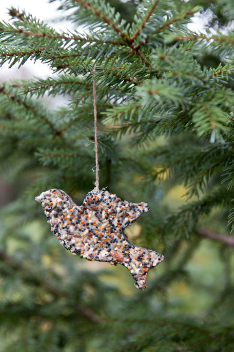 12 Easy Homemade Christmas Ornaments to DIY
