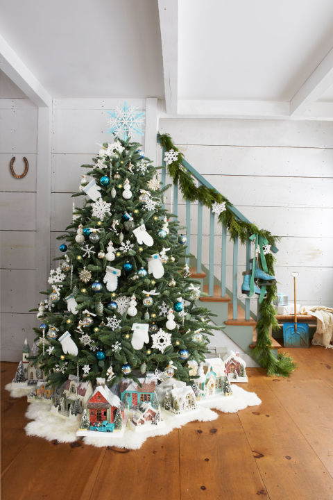 Festive and Beautiful Ways to Decorate with Christmas Garlands